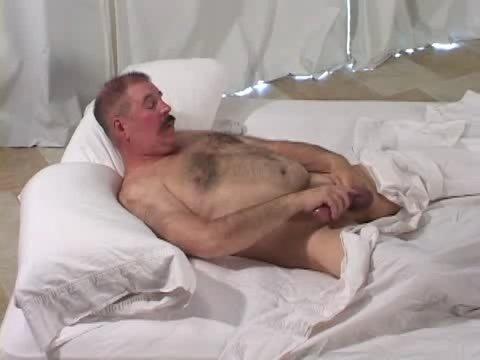 Velho Super Dotado Se Masturbando