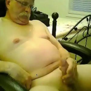 Vovô do bigodão Punhetando na Cam