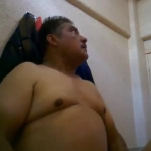 Policial Maduro Come Bundinha do Passivo
