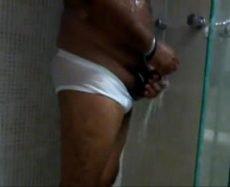Meu Tio Safado Tomando Banho Armado