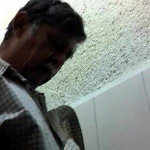 Homem Casado de Bigode na Pegação no WC