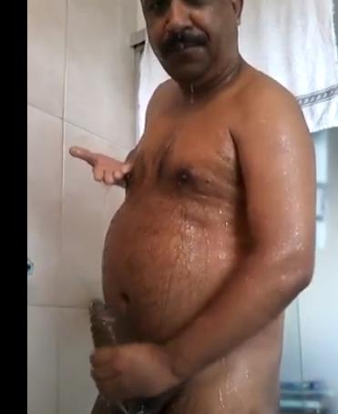 Indiano Maduro Bem Dotado Mostrando seu Lindo Pau