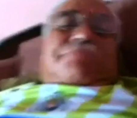 Papai Lindo de Bigode Batendo Punheta