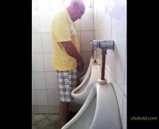 Punheta WC com Maduros e Coroas Casados