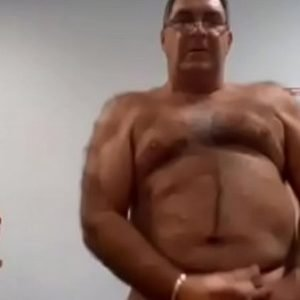 Vídeo de Homem Bissexual se Exibindo na Cam
