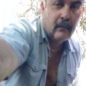 Bigodão Macho Batendo Punheta na Pickup