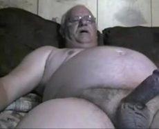 Assistindo Velho Dotado Batendo Punheta na sua Webcam