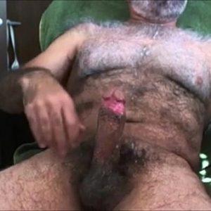 Punheta do Madurão de Peito Pelos Brancos