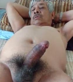 Maduro gostoso ficando de pau duro na cam
