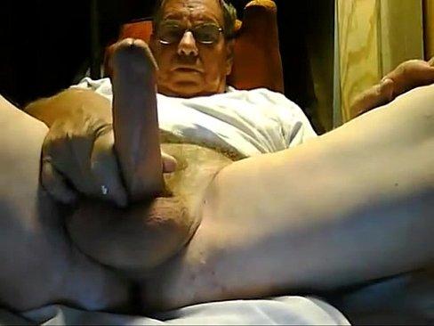 Coroa bem dotado mostrando seu dote na webcam