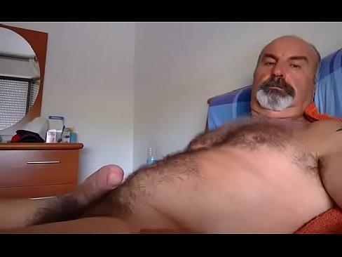 Maduro lindo e bem dotado com seu pau grosso