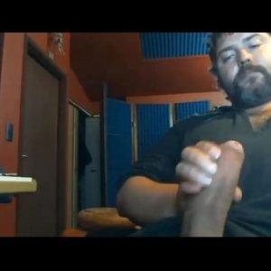 Macho maduro e roludo - www.prazergay.com.br