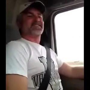 Daddy caminhoneiro gostosão mostrando pau