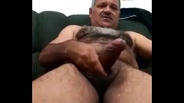 Vídeo gay com homem do peito peludo