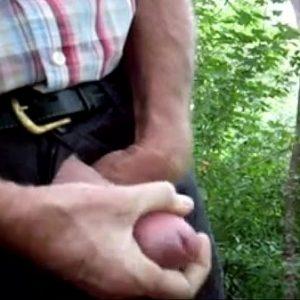 Foda gostosa com coroas no matagal