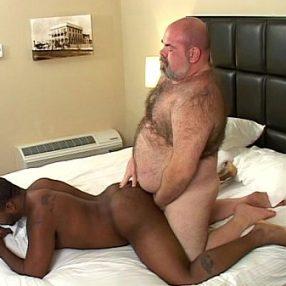 Maduro gay lindo transando com novinho