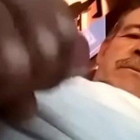 Bigode de macho casado bronhando no carro