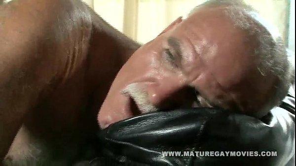 Pegando o negão dotado maduro gay