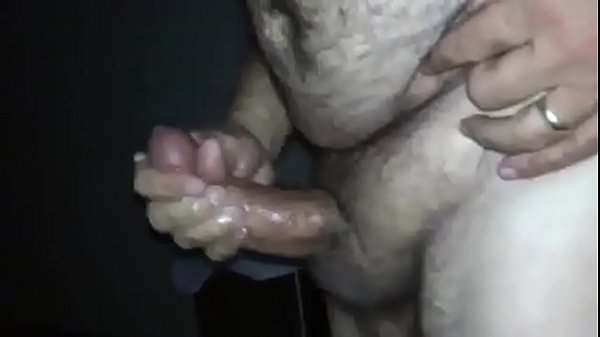 Gordo filmando gozando na punheta