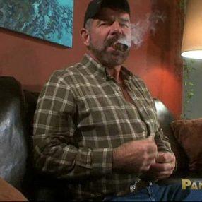 Safado gay macho se masturbando no vídeo