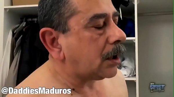 Vídeos de Daddy Gay Transando com Novinho