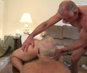 Daddy and Grandpa - Suruba gay com vovozinhos