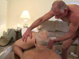 Daddy and Grandpa – Suruba gay com vovozinhos
