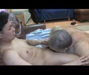 Flagra Sexo Oral - Maduro transando com japonês ativo