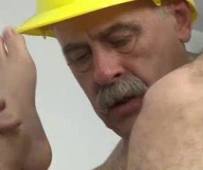 Luiggi ator pornô fudendo novinho