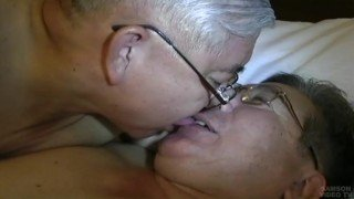 Ver japonês gay maduro transando gostoso