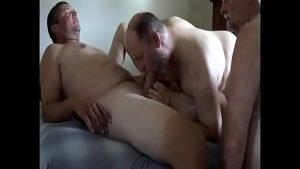 Macho transando com macho em uma suruba incrível